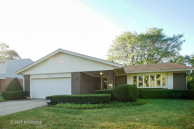 1703 E Avon Lane, Arlington Heights, IL 60004 (MLS #09777094) :: The Schwabe Group