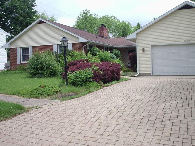 1126 N Jefferson Avenue, Dixon, IL 61021 (MLS #09777685) :: Key Realty