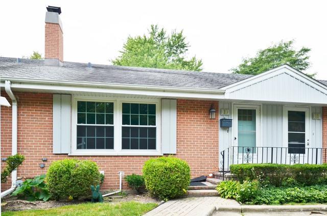 10 Robin Hood Lane, Northfield, IL 60093 (MLS #09778164) :: Helen Oliveri Real Estate