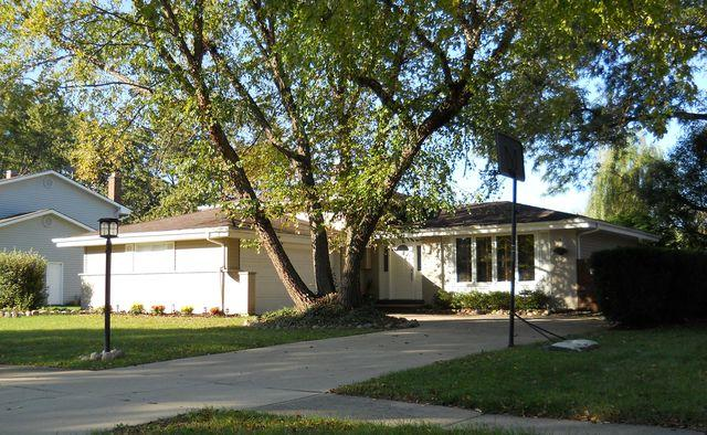 5S730 Ridgeview Lane, Naperville, IL 60540 (MLS #09778562) :: Angie Faron with RE/MAX Ultimate Professionals