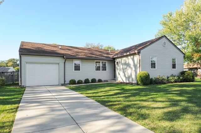 30W060 Lakeview Drive, Warrenville, IL 60555 (MLS #09780111) :: Angie Faron with RE/MAX Ultimate Professionals