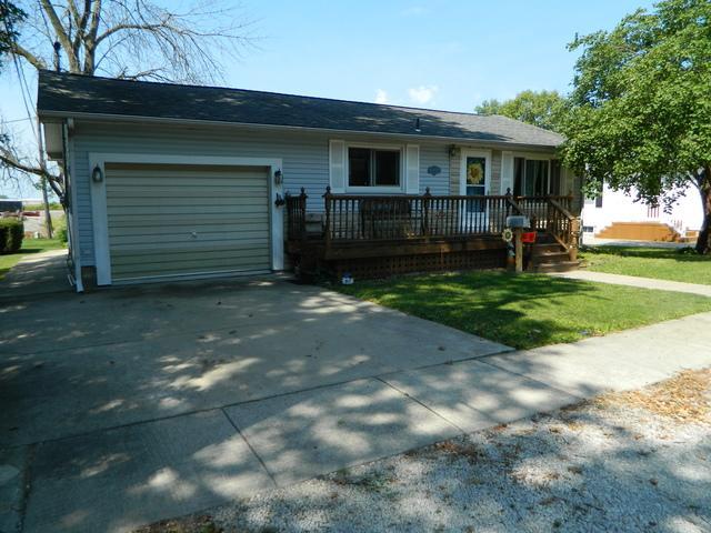 209 Cedar Street, Gibson City, IL 60936 (MLS #09789431) :: The Ryan Dallas Team