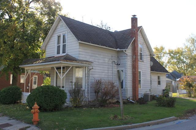 425 4th Avenue, Dixon, IL 61021 (MLS #09797541) :: Key Realty