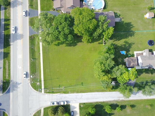 15W754 72nd Street, Burr Ridge, IL 60527 (MLS #09798592) :: The Wexler Group at Keller Williams Preferred Realty