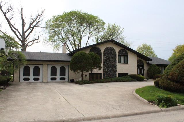 8600 Heather Drive, Burr Ridge, IL 60527 (MLS #09798954) :: The Wexler Group at Keller Williams Preferred Realty