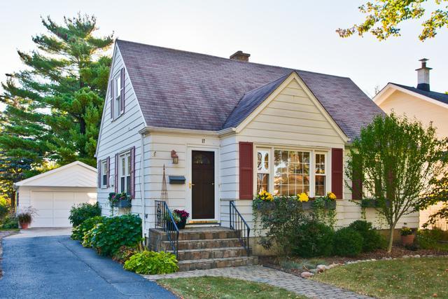 17 N Maple Street, Mount Prospect, IL 60056 (MLS #09801565) :: Carrington Real Estate Services