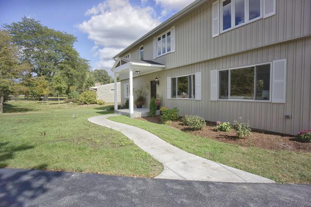 31295 N Oplaine Road, Libertyville, IL 60048 (MLS #09803693) :: Helen Oliveri Real Estate