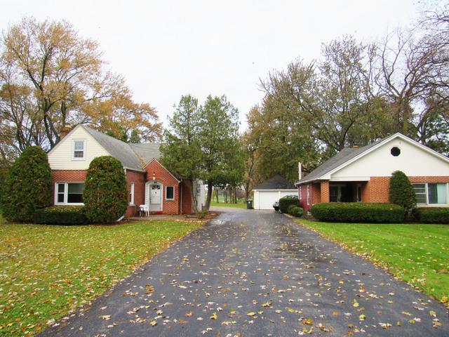 1322 W Central Road, Mount Prospect, IL 60056 (MLS #09803893) :: Helen Oliveri Real Estate