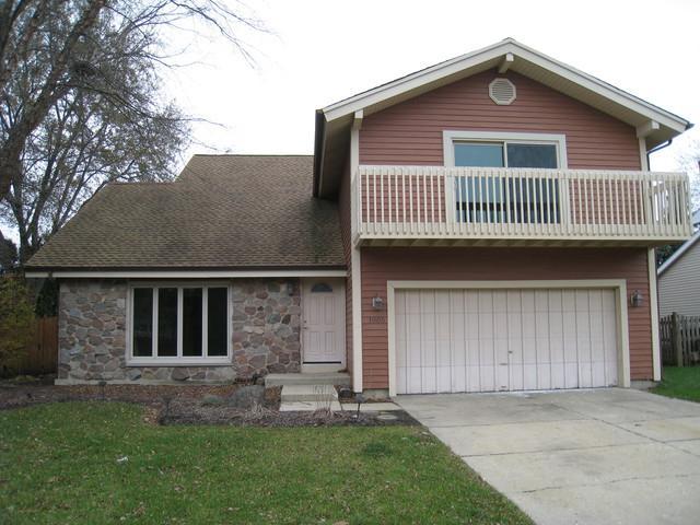1005 Abbey Drive, Crystal Lake, IL 60014 (MLS #09803943) :: Key Realty