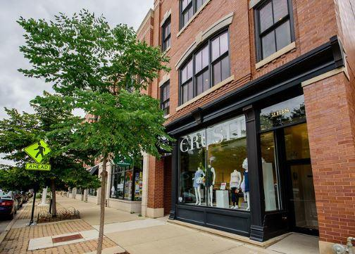 2138 Roscoe Street, Chicago, IL 60618 (MLS #09804142) :: Carrington Real Estate Services