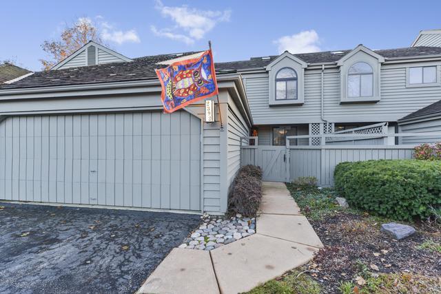 2392 Oak Hill Road #1056, Lake Barrington, IL 60010 (MLS #09804265) :: Helen Oliveri Real Estate