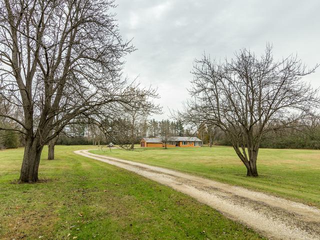8 Woodcreek Road, Barrington, IL 60010 (MLS #09804747) :: Helen Oliveri Real Estate