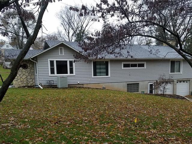 617 E 4th Street, Dixon, IL 61021 (MLS #09804787) :: Key Realty