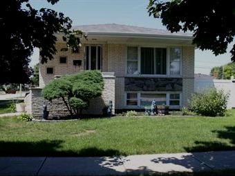 4840 W 105th Place, Oak Lawn, IL 60453 (MLS #09804819) :: Property Consultants Realty