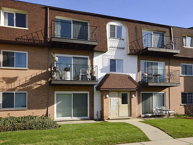 9478 Bay Colony Drive 3S, Des Plaines, IL 60016 (MLS #09805126) :: Helen Oliveri Real Estate