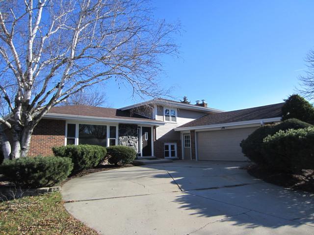 8523 Harvest Lane, Darien, IL 60561 (MLS #09806004) :: Lewke Partners