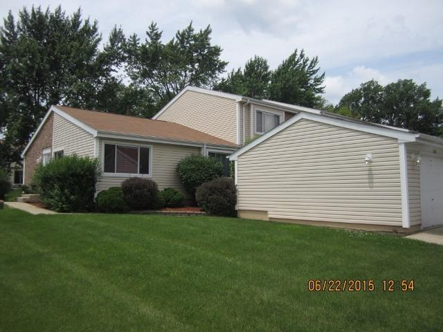 2180 N Roland Drive, Glendale Heights, IL 60139 (MLS #09806373) :: Ani Real Estate