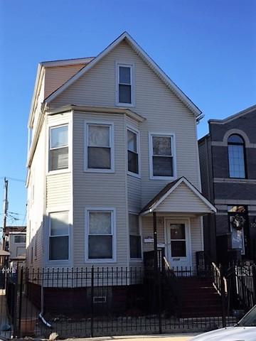 3024 N Sawyer Avenue, Chicago, IL 60618 (MLS #09806393) :: Helen Oliveri Real Estate