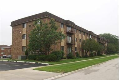 8901 S Roberts Road #101, Hickory Hills, IL 60457 (MLS #09809591) :: The Wexler Group at Keller Williams Preferred Realty