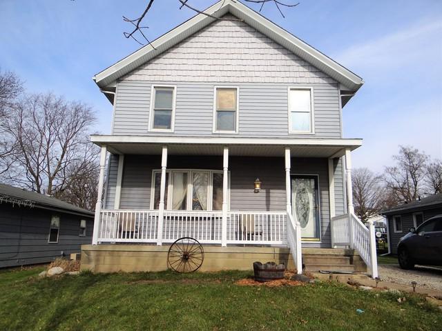 437 Larson Street, Paxton, IL 60957 (MLS #09812003) :: The Ryan Dallas Team