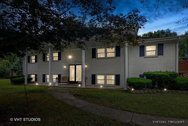 15 Hidden View Drive, Westmont, IL 60559 (MLS #09816090) :: Littlefield Group