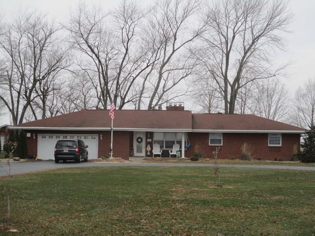 910 N County Road 800, Tuscola, IL 61953 (MLS #09818013) :: The Ryan Dallas Team