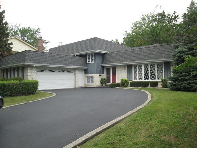 7440 W Manitoba Drive, Palos Heights, IL 60463 (MLS #09818612) :: Lewke Partners