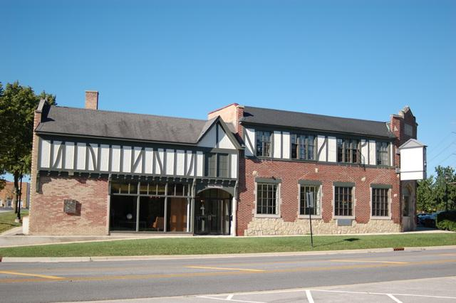 28W571 Batavia Road, Warrenville, IL 60555 (MLS #09818668) :: The Perotti Group