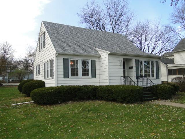 310 N Thomas Street, Gilman, IL 60938 (MLS #09822289) :: The Dena Furlow Team - Keller Williams Realty