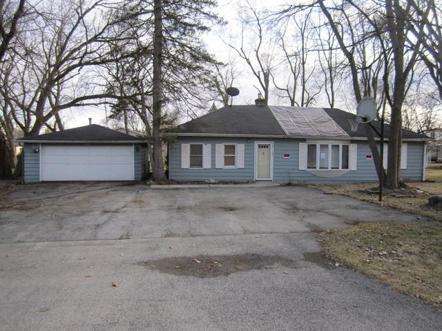 3701 Grove Avenue, Gurnee, IL 60031 (MLS #09829230) :: The Jacobs Group