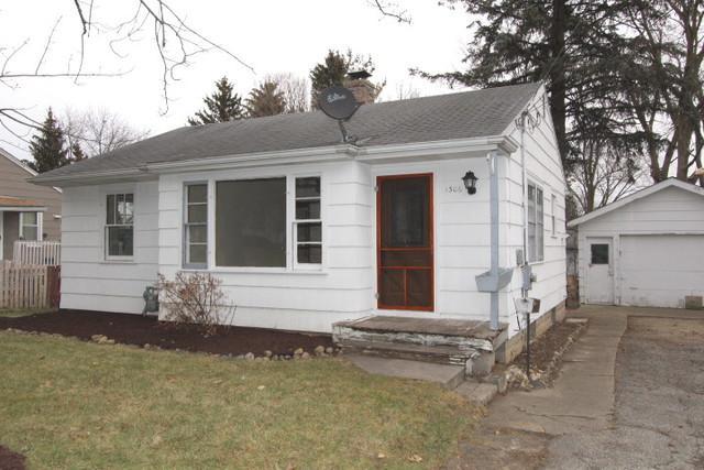 1306 Tappan Street, Woodstock, IL 60098 (MLS #09831332) :: Lewke Partners