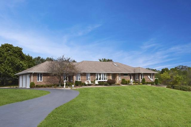 14408 Jankowski Road, Woodstock, IL 60098 (MLS #09832223) :: Lewke Partners