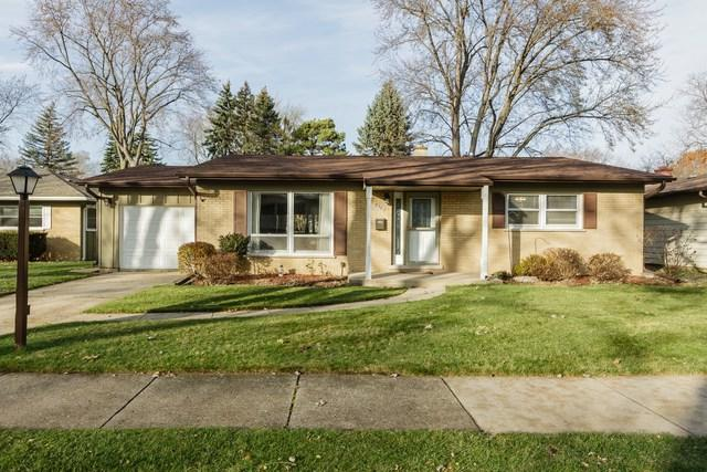 938 Beverly Drive, Wheeling, IL 60090 (MLS #09834029) :: Lewke Partners