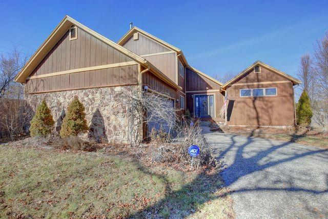 1502 Trails Drive, Urbana, IL 61802 (MLS #09835650) :: The Dena Furlow Team - Keller Williams Realty