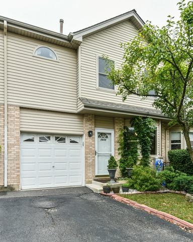 8655 S Thomas Charles Lane, Hickory Hills, IL 60457 (MLS #09836647) :: The Wexler Group at Keller Williams Preferred Realty