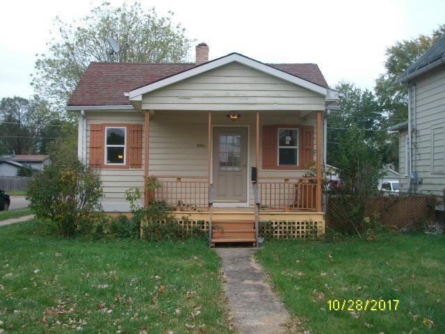 3001 Gabriel Avenue, Zion, IL 60099 (MLS #09837857) :: Helen Oliveri Real Estate
