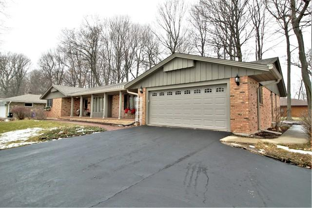 5690 Dorchester Drive, Rockford, IL 61108 (MLS #09838032) :: Property Consultants Realty