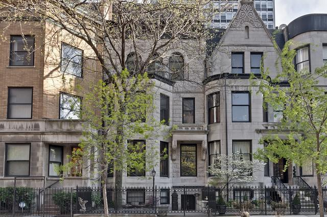 33 E Division Street, Chicago, IL 60610 (MLS #09838818) :: Domain Realty