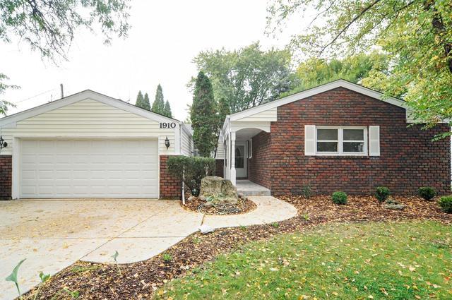 1910 N Verde Drive, Arlington Heights, IL 60004 (MLS #09841307) :: Lewke Partners