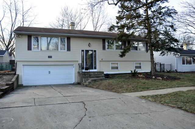 1750 Kingston Circle, Carpentersville, IL 60110 (MLS #09847072) :: The Jacobs Group