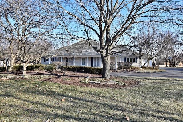 38W064 Tanglewood Drive, Batavia, IL 60510 (MLS #09847260) :: The Dena Furlow Team - Keller Williams Realty