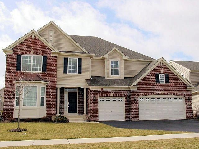 5897 Chatham Drive, Hoffman Estates, IL 60192 (MLS #09847749) :: The Dena Furlow Team - Keller Williams Realty