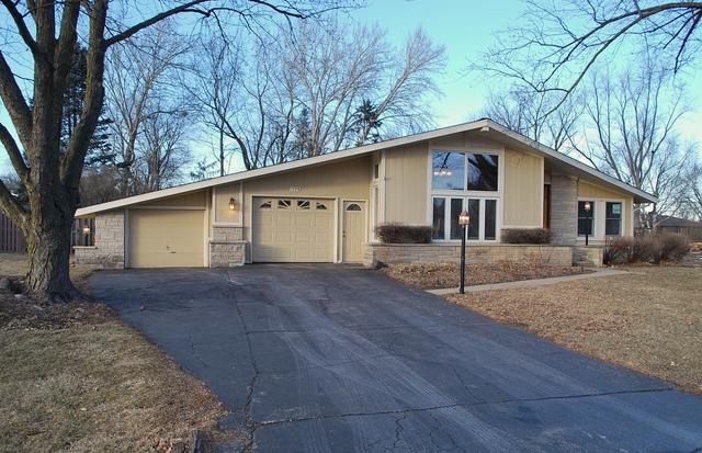 179 Nichols Drive, Sycamore, IL 60178 (MLS #09848517) :: Lewke Partners