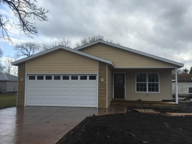 324 E Bogardus Street, Paxton, IL 60957 (MLS #09849564) :: Ryan Dallas Real Estate