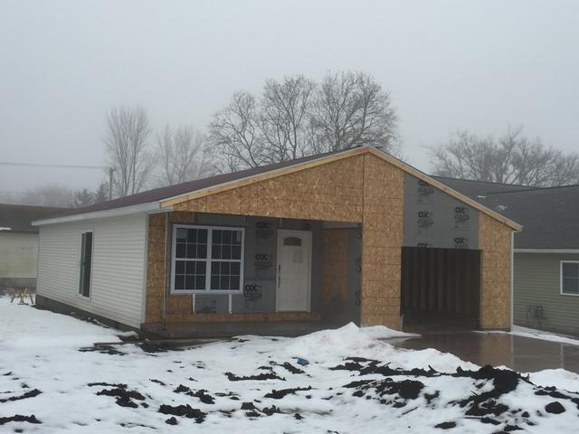 322 E Bogardus Street, Paxton, IL 60957 (MLS #09850355) :: The Dena Furlow Team - Keller Williams Realty