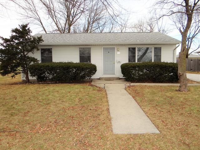 906 E Daggy Street, Tuscola, IL 61953 (MLS #09850614) :: Ryan Dallas Real Estate