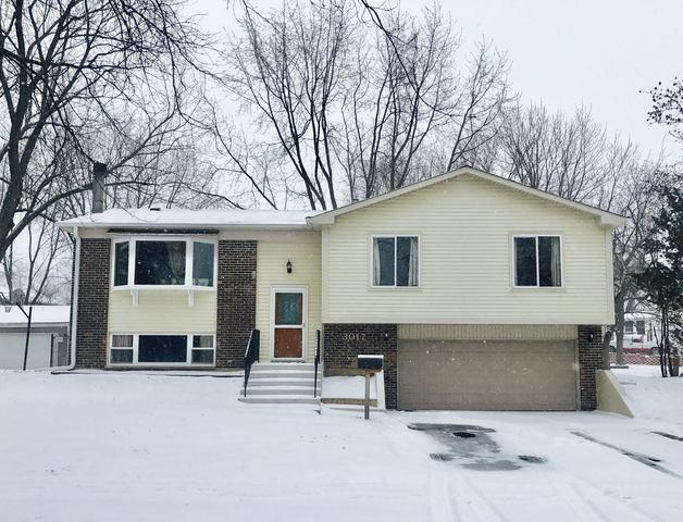 3017 Edgewood Parkway, Woodridge, IL 60517 (MLS #09851914) :: Lewke Partners
