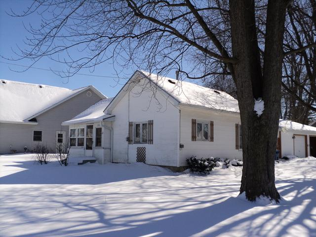 419 Clark Street, Paw Paw, IL 61353 (MLS #09853238) :: The Dena Furlow Team - Keller Williams Realty