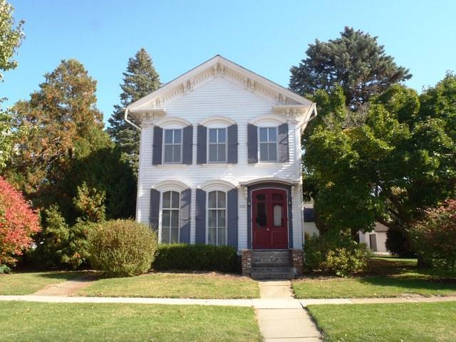 306 S Main Street, Mount Carroll, IL 61053 (MLS #09854715) :: Lewke Partners
