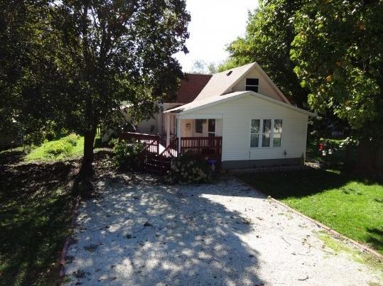 324 W Pine Street, Paxton, IL 60957 (MLS #09854958) :: The Dena Furlow Team - Keller Williams Realty